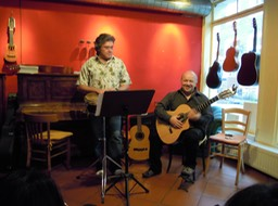 Jorge Oliva and Kai Heumann at the Gitarrenzentrum/ Café Esperanza. Photo © Zorro Zin