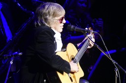 """jose feliciano with guitarras calliope"""